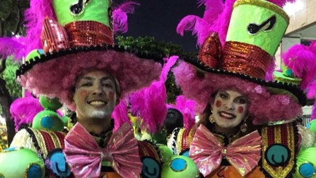 Vereador de Goiânia participa de desfile em homenagem a Zezé di Camargo e Luciano