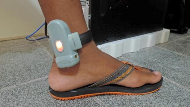 Juíza coloca tornozeleiras eletrônicas em manifestantes