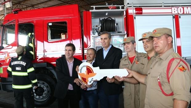 José Eliton em cerimônia de entrega de nova viatura e equipamentos, em Anápolis   Foto: Jota Eurípedes / Assessoria SSPAP
