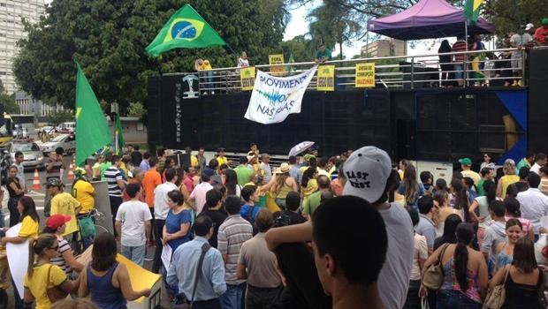 Mesmo com ato pró-governo marcado, empresários realizam manifestação contra Dilma
