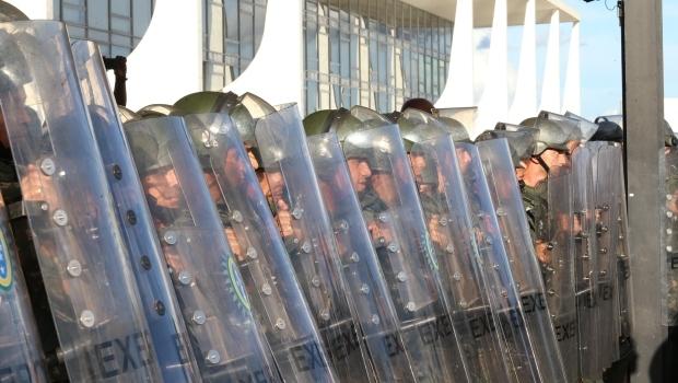 Policiamento precisou ser reforçado na frente do Palácio do Planalto   Foto: Lula Marques/Agência PT
