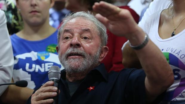 Lula assinou termo antes porque poderia se ausentar da posse, explica Planalto