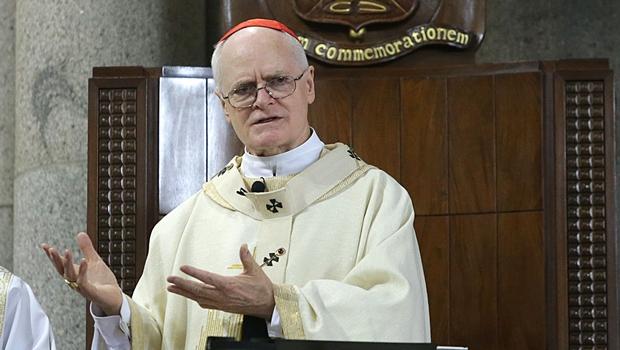 Vídeo: Arcebispo é chamado de comunista e agredido durante missa de Páscoa