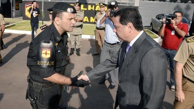 Tenente-coronel Renato Brum e o governador Marconi Perillo (PSDB) em solenidade da Rotam em 2012 | Foto: Rodrigo Cabral