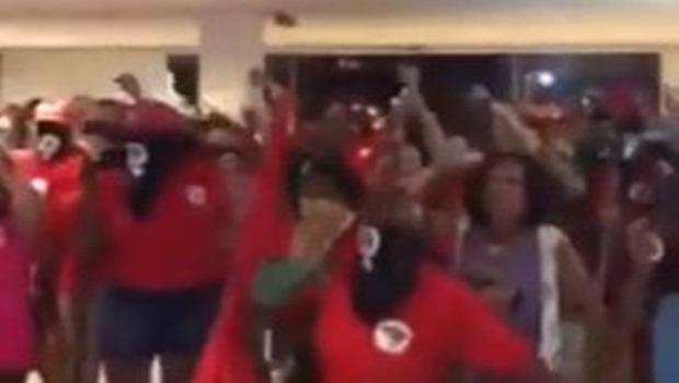 Sem-terra invadem filial da TV Globo em Goiânia e ameaçam funcionários