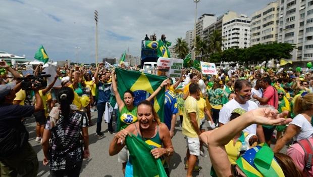 Rio de Janeiro - Manifestação em Copacabana contra a corrupção e pela saída da presidenta Dilma Rousseff (Tânia Rêgo/Agência Brasil)