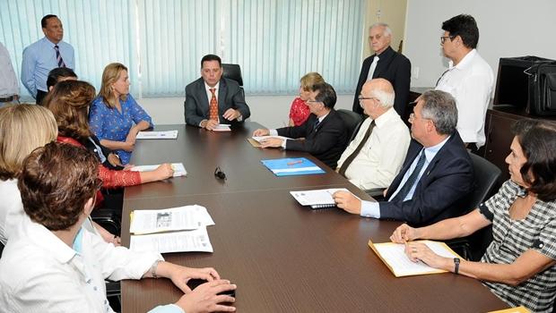 Marconi discute políticas de assistência social na Secretaria Cidadã