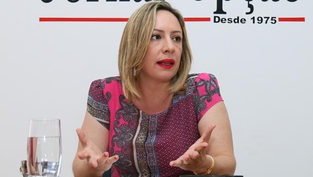 """Adriana Accorsi: """"Vou trabalhar para angariar os votos de Iris Rezende"""""""