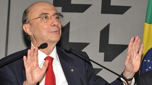 Brasília - O presidente do Banco Central, Henrique Meirelles, anuncia em entrevista que fica na presidência da instituição até o final do governo Lula