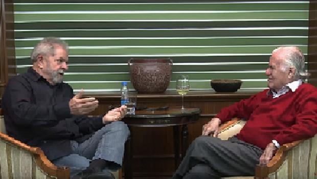 O ex-presidente Lula da Silva sugere que é o chefe de reportagem da revista CartaCapital