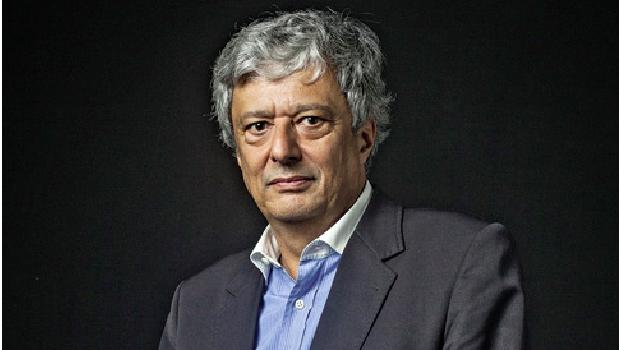 Jorge Caldeira, jornalista por formação e historiador por vocação, pisa no calo dos historiadores e faz uma revisão da história brasileira, indicando, por exemplo, que a República Velha não era arcaica. O Brasil cresceu muito no período