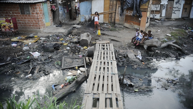 Pobreza cai no Brasil e aumenta na América Latina, diz relatório