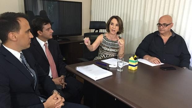 Secretária Raquel Teixeira com integrantes da comissão que avalia as OSs | Foto: Alexandre Parrode