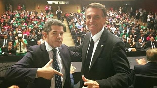 """""""Bolsonaro é um cara fantástico"""", defende Delegado Waldir"""
