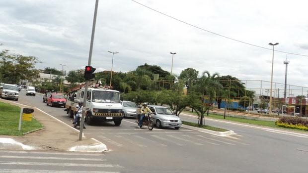 Praça Walter Santos, no Setor Coimbra: preferência aos carros reduz qualidade de vida | Foto: Fernando Leite/Jornal Opção