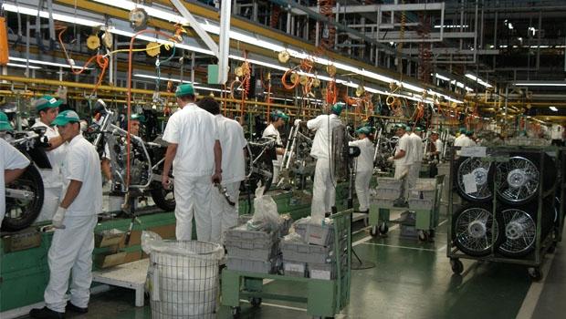 Postos de trabalho, principalmente na indústira, são cortados num País que precisa gerá-los cada vez mais: já são mais de 10 milhões de desempregados no Brasil