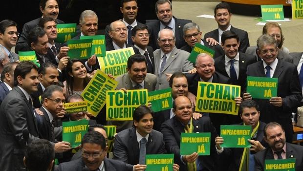 Brasília - Deputados de Oposição fazem manifestação no Plenário da Câmara e se misturam a manifestação de deputados da situação.governista (Antonio Cruz/Agência Brasil)