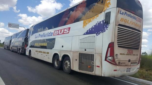 Os bolivianos que estavam nos ônibus parados na GO-060, na verdade, vieram a Goiânia para evento do Grupo Sinai |Foto: PRF-GO