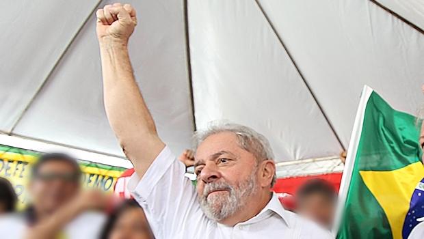 Lula participou de evento contra o impeachment organizado por movimentos sociais e sindicais no estacionamento do ginásio Nilson Nelson, em Brasília     Foto: Ricardo Stuckert/ Instituto Lula