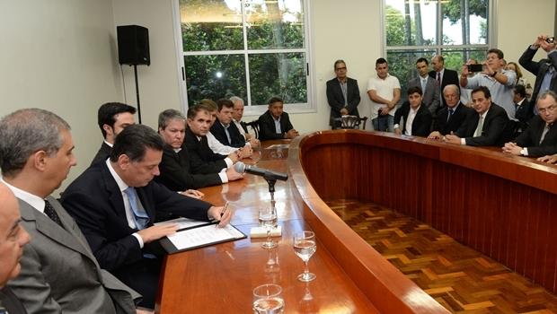 Equipe do governo e empresários assinaram protocolos de intenção na tarde desta quarta-feira (13/4) | Foto: Wagnas Cabral