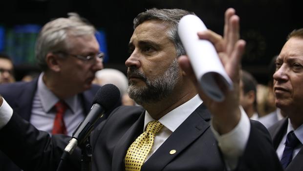 Base governista analisa possibilidade de recorrer ao STF para anular votação deste domingo