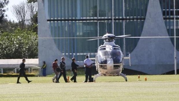 A presidente Dilma Rousseff pega o helicóptero até a Base Aérea de Brasilia, onde embarcou para Nova York | Foto: Marcelo Camargo/Agência Brasil