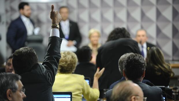 Comissão do Impeachment aprova relatório de Anastasia