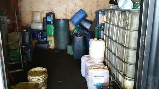 Polícia encontra mil litros de combustível adulterado em Goiânia