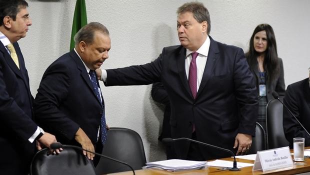 Então senador Gim Argello (à dir.) recebe executivos durante a CPMI da Petrobras | Foto: Lúcio Bernardo Jr. / Agência Câmara