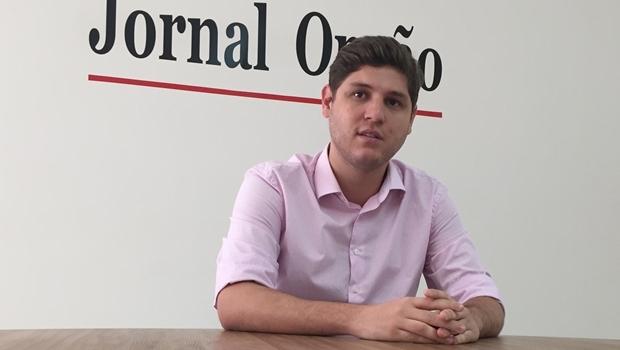 Deputado Lucas Calil em visita ao Jornal Opção | Foto: Alexandre Parrode