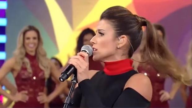 Paula Fernandes faz show e prefeito da cidade detona cantora. Entenda