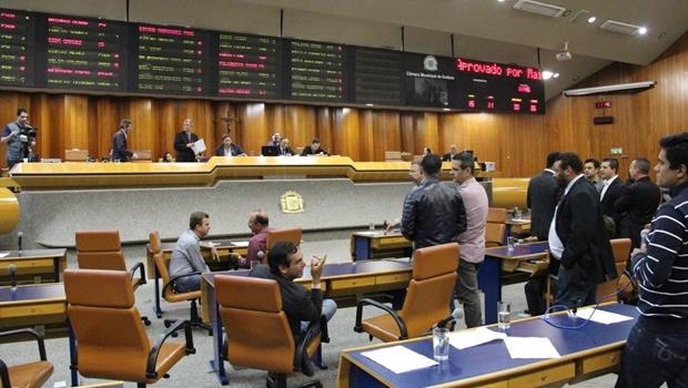 Vereadores aprovam relatório do orçamento municipal para 2017