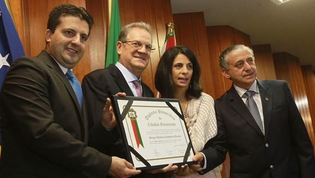 Vereador Dr. Gian (PSB), secretário Sérgio Cardoso (PSDB), vereadora Dra. Cristina e o presidente da Câmara, Anselmo Pereira (PSDB)   Foto: Mantovani Fernandes