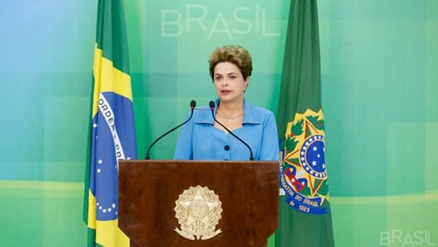 """Com críticas a Cunha e Temer, Dilma comenta vitória do impeachment. """"Estou indignada"""""""