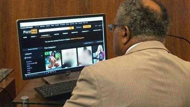 Imagem mostra vereador do PT navegando em site pornográfico durante sessão