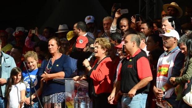 Dilma discursa em ato organizado pela CUT, no Vale do Anhangabaú, para celebrar o Dia Mundial do Trabalho   Foto: Rovena Rosa/Agência Brasil