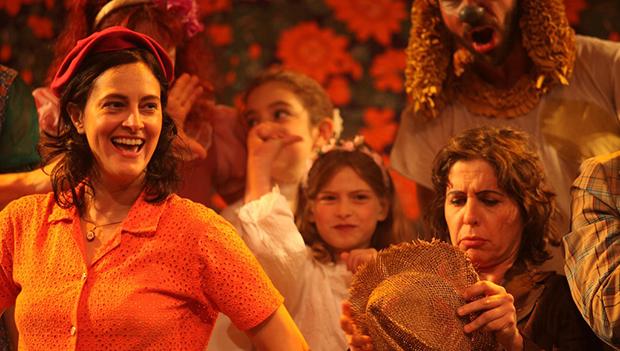 """Com Cláudia Missura, o premiado """"Sapecada"""" é encenado em Goiânia"""