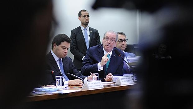 """Cunha reafirma que não tem contas na Suíça e diz que trustes são """"transparentes"""""""