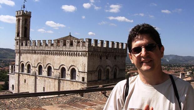 Edmar Monteiro é autor de diversos livros, sendo premiado por duas delas
