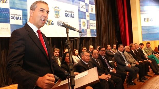 Vice-governador José Eliton (PSDB), ao lado do governador Marconi Perillo (PSDB), deu as boas-vindas aos 230 nomeados para a Polícia Técnico-Científica | Foto: Jota Eurípedes
