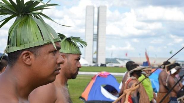 Lideranças indígenas de todas as regiões do país lançaram no dia 10/5 um apelo para que a presidenta Dilma Rousseff assinasse outros 12 decretos de demarcação de terras   Foto: Valter Campanato/Agência Brasil