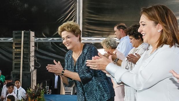 """Kátia Abreu diz que ex-ministros a favor do impeachment """"apunhalam Dilma pelas costas"""""""