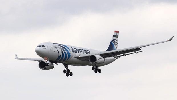 Avião cai no mar em rota entre Paris e Cairo e governo da França abre investigação