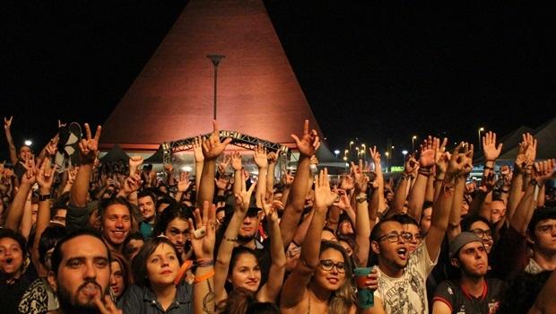 Público ficou até tarde para acompanhar o show da banda Planet Hemp | Foto: Bruna Aidar/Jornal Opção
