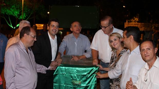 Paulo Garcia inaugura revitalização da praça Dona Irene Machado