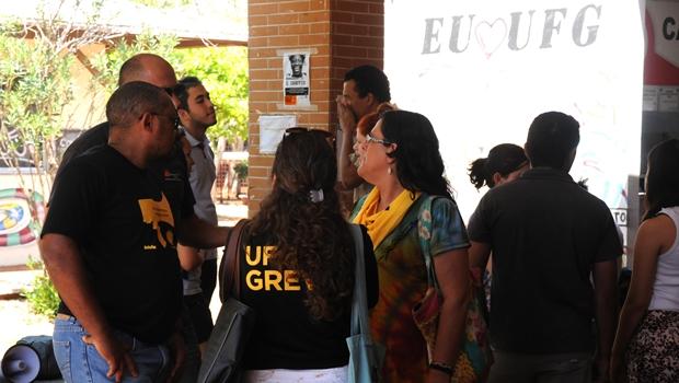 Professores da UFG aprovam paralisação geral para esta terça-feira (10/5)