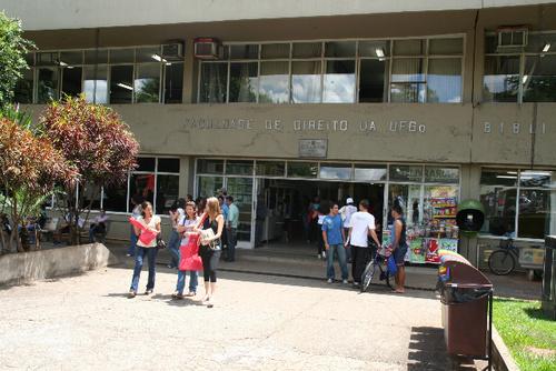 """O Popular muda nome de Faculdade de Direito para """"Faculdade de Dinheiro da UFG"""""""