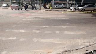 Quase já não é possível ver a faixa de pedestre na Avenida Portugal