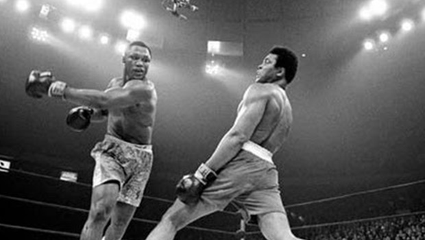 Corpo do ex-campeão de boxe Muhammad Ali é sepultado na cidade natal