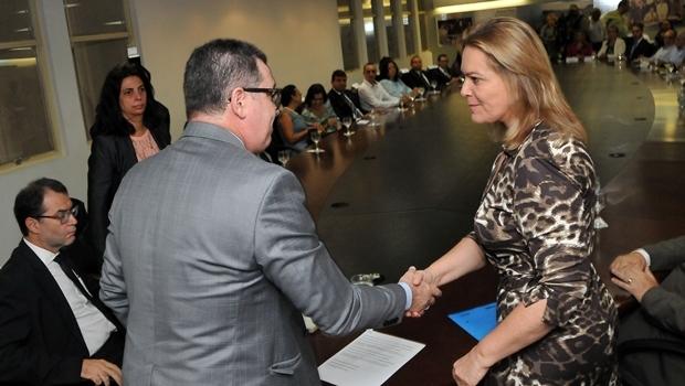 Secretários João Furtado (Casa Civil) e Lêda Borges (Secretaria Cidadã) empossaram os novos conselheiros nesta quarta-feira (8/6) | Fotos: Lailson Damasio